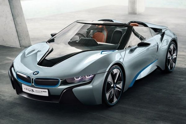 BMW i8 vs Tesla S