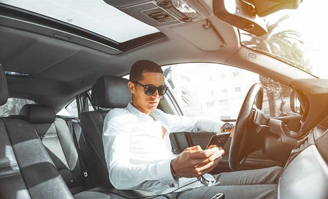 what age group has the greatest proportion of distracted drivers?